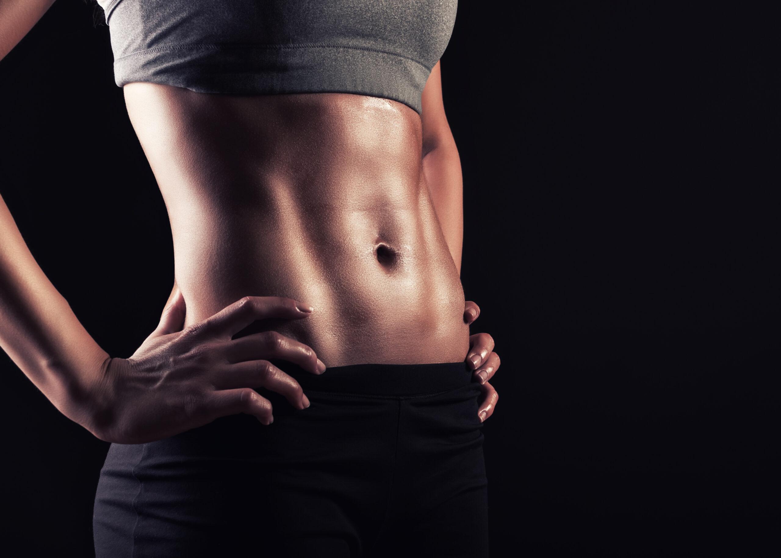お腹ぽっこりになってしまう原因とは?腹筋を鍛えて対策しよう